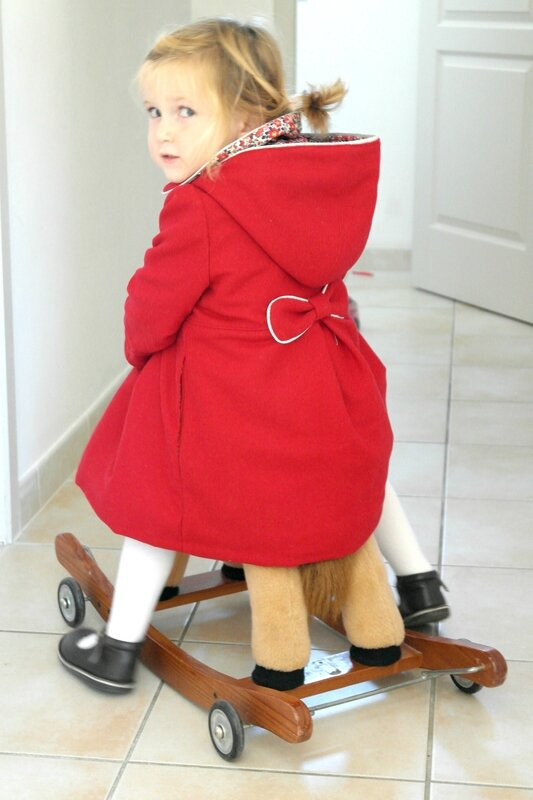 Manteau rouge Liberty porté_Chut Charlotte (6)
