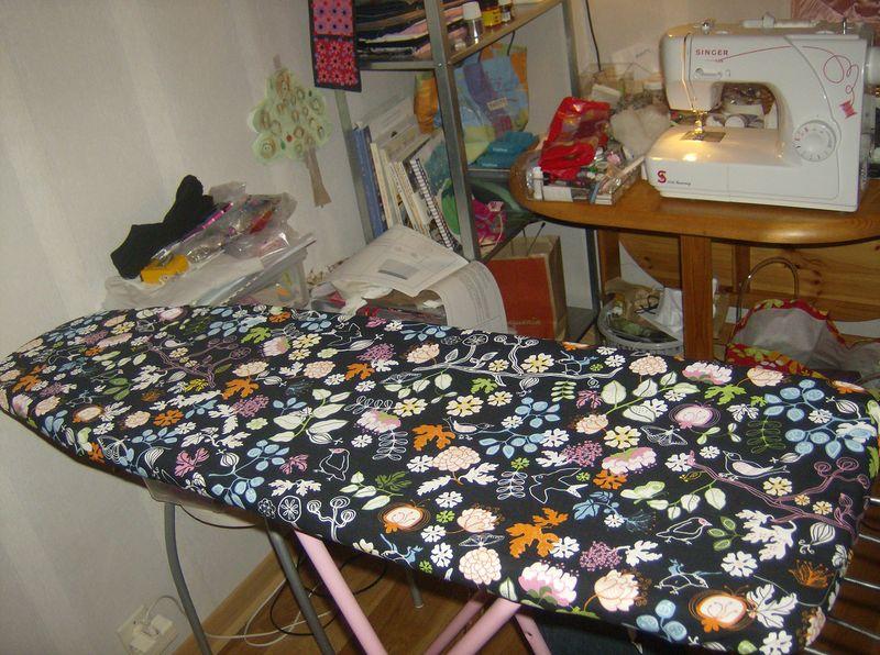 La table repasser nouvelle mes petites mains - Table a repasser sans pied ...