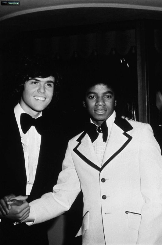 michael-attends-the-american-music-awards-in-california-alongside-donny-osmond-and-ricky-segall(1)-m-2[1]