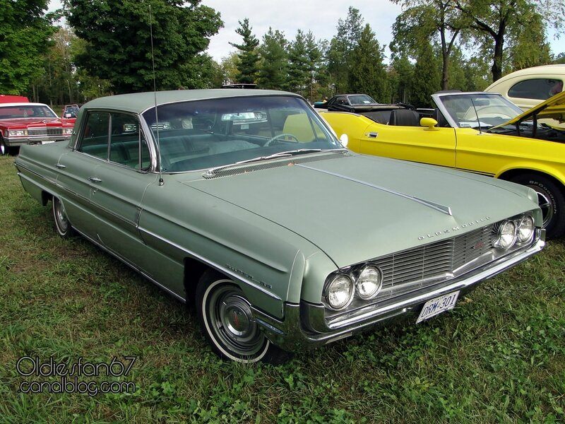 oldsmobile-super-88-holiday-sedan-1962-01