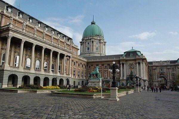 chateau_budapest