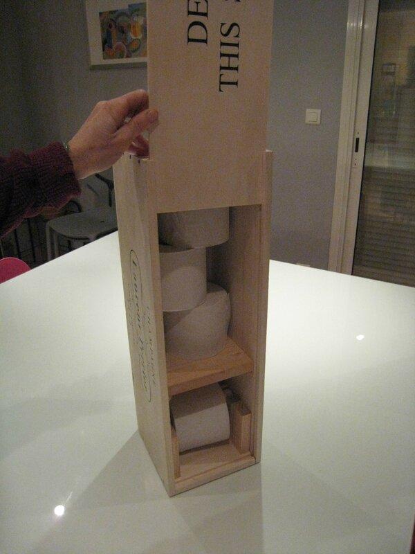 une boite de champagne dans les toilettes cr ations et bricolages d 39 oli. Black Bedroom Furniture Sets. Home Design Ideas