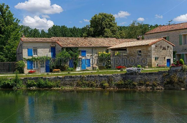 france-deux-sevres-magne-stone-house-on-the-sevre-niortaise-f214xh