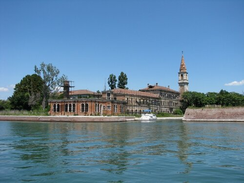 Poveglia_Closeup_of_Hospital