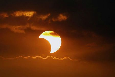 Eclipse-solar-desde-Tierra