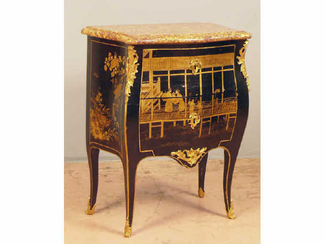 petite commode galb e deux tiroirs sans traverse d 39 poque louis xv en laque europ enne et. Black Bedroom Furniture Sets. Home Design Ideas
