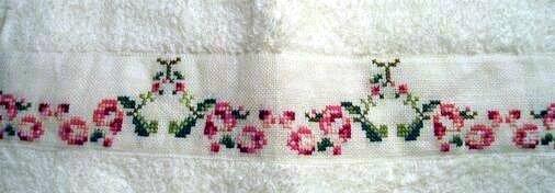 serviette à main aux roses 1