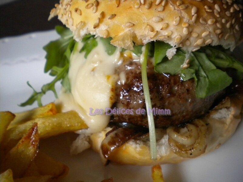 Burger de boeuf limousin, bacon et sauce au cantal 3