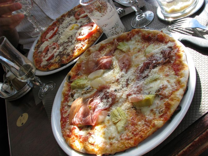 Pizza poire / artichauts, Angers, avant Terra Botanica.