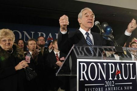 ron-paul-at-podium-640_s640x427