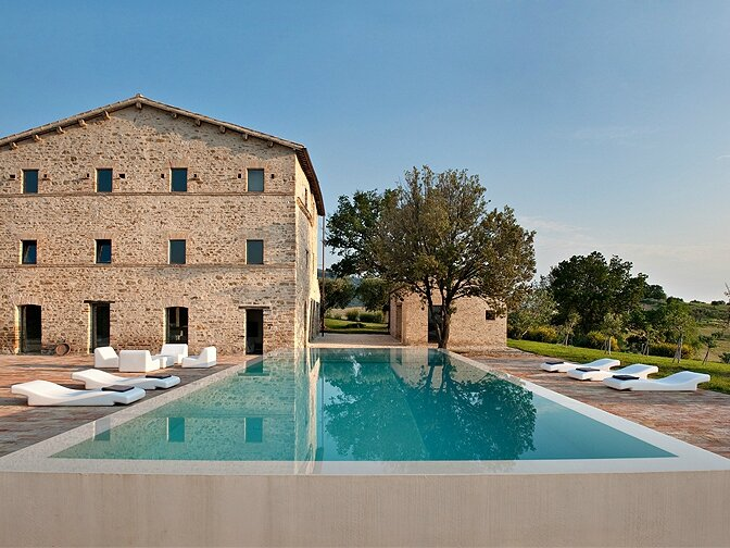 5451709a8ae13modern_vacation_rentals_marche_italy_002