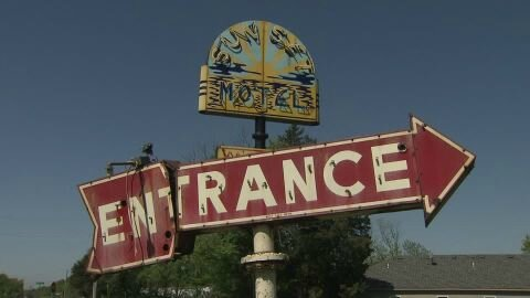 200193749-sunset-motel-signaletique-route-66-delabrement