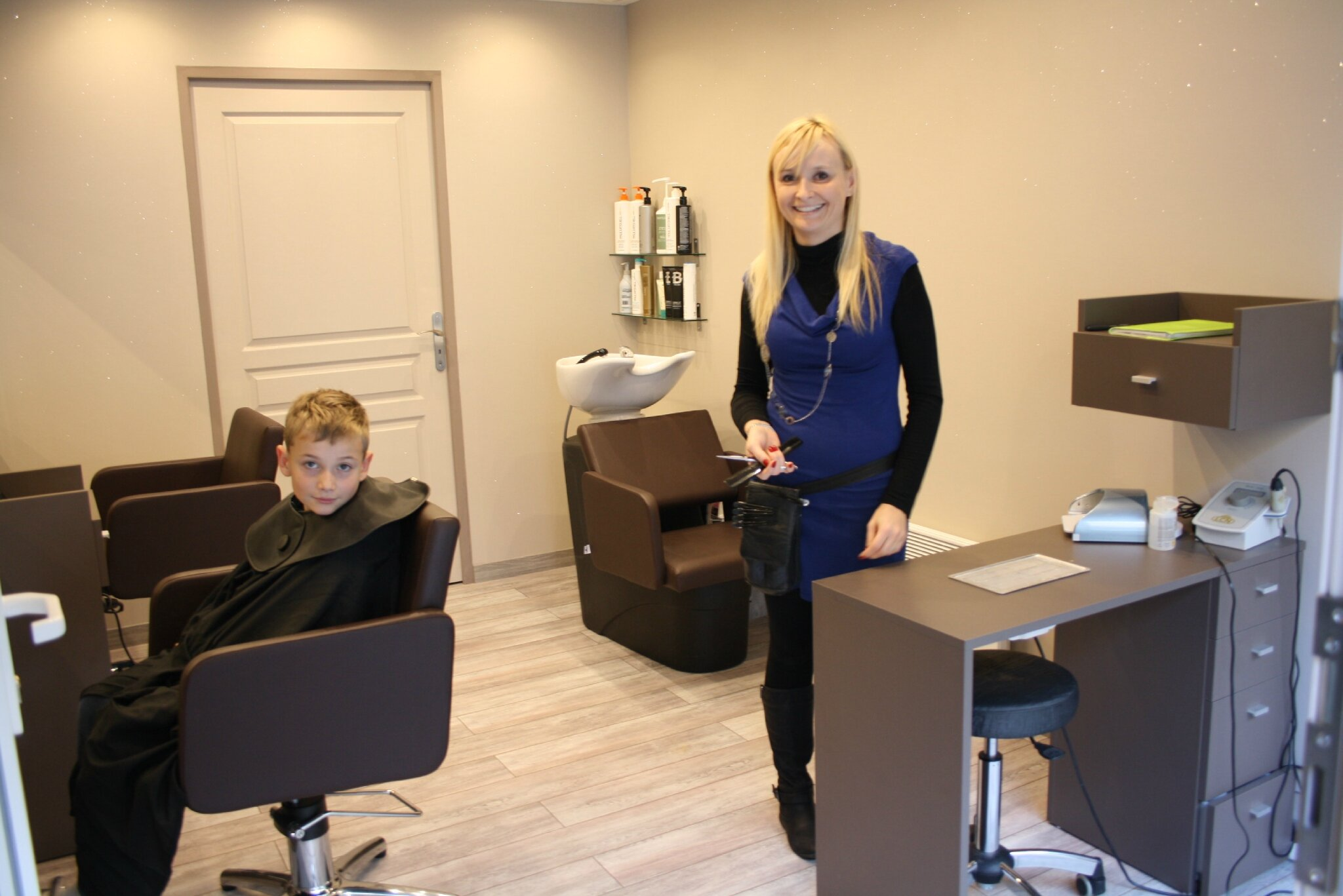 Un salon de coiffure a bourbach le haut commune de for Le salon coiffeur