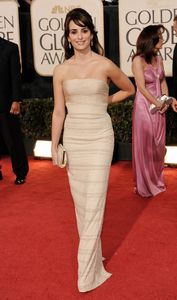 penelope_cruz_arrives_at_the_66th_annual_golden_globe_awards_03_122_349lo