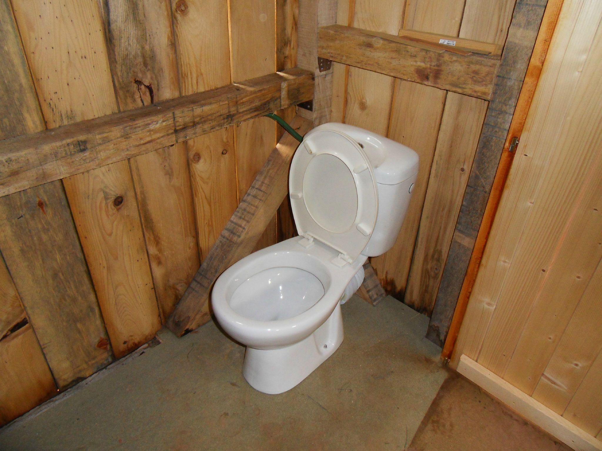 mise en place du bloc wc photo de fosse septique bienvenue sur tang et chalet. Black Bedroom Furniture Sets. Home Design Ideas