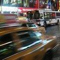 Times square, la circulation est dense et ce, anytime...