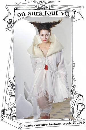 défilé luxe fashion week paris 2010, robe hybride sur toile d'araignée fait main