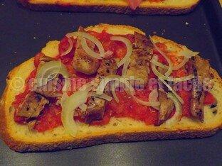 Tartine de foies de volaille et tomates 03