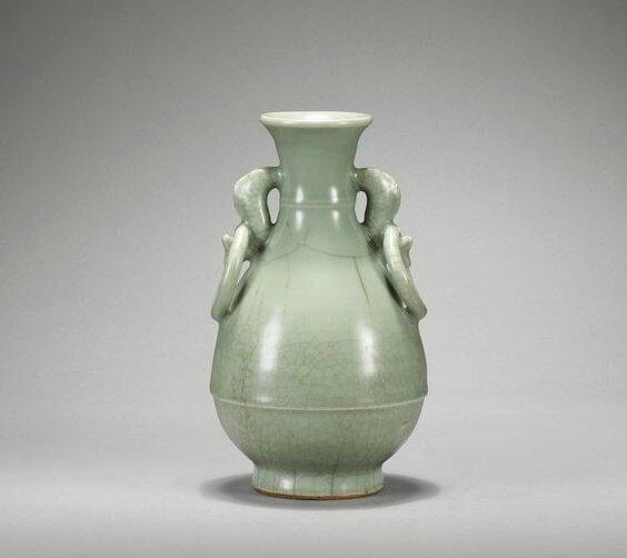 Vase balustre en grès céladon Longquan Début de la dynastie Ming