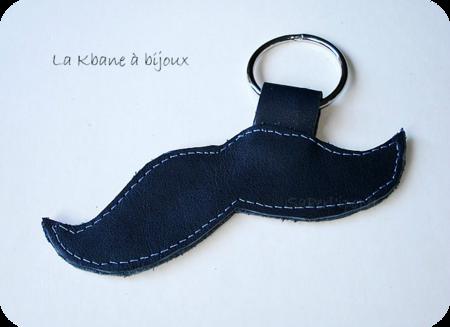 porte clef moustache bleue