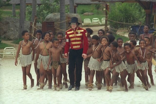 michael-stops-by-sun-city-the-luxory-south-african-resort-in-1996(100)-m-6