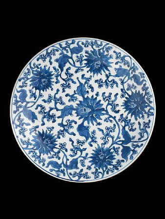 A_large_blue_and_white__lotus__dish