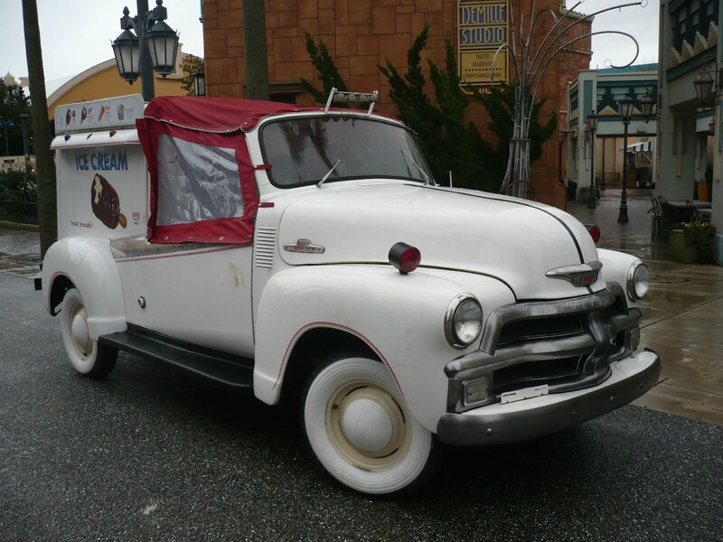 CHEVROLET 3100 Ice Cream Truck 1954 Marne la Vallée - Disneyland (1)
