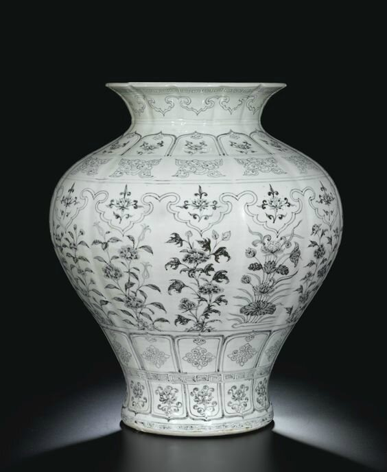 An Extremely Rare And Exceptionally Large Blue And White Jar, Shiliuzun, Ming Dynasty, Hongwu Period