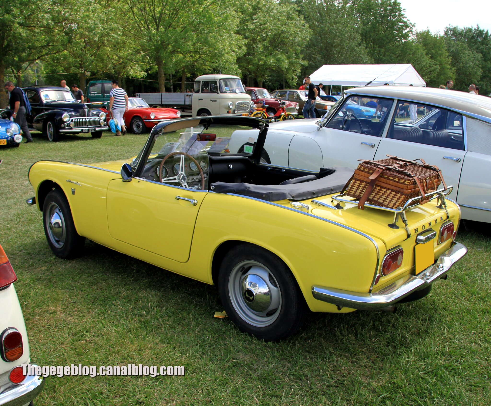 honda s800 cabriolet de 1967 retro meus auto madine 2012 the g g blog. Black Bedroom Furniture Sets. Home Design Ideas