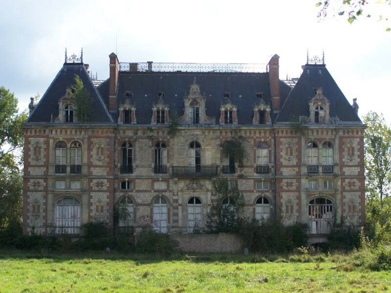 chateau abandonne a vendre en france