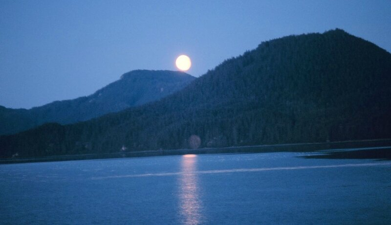 1280px-Moonrise_on_Hobart_Bay_-_NOAA