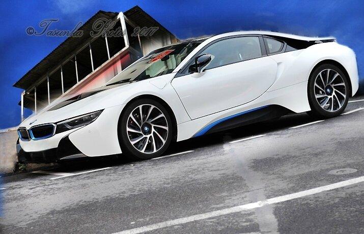 BMW i8 - 1.5/7.1 kWh (362 Hp) - Hybrid - Petrol / Electricity