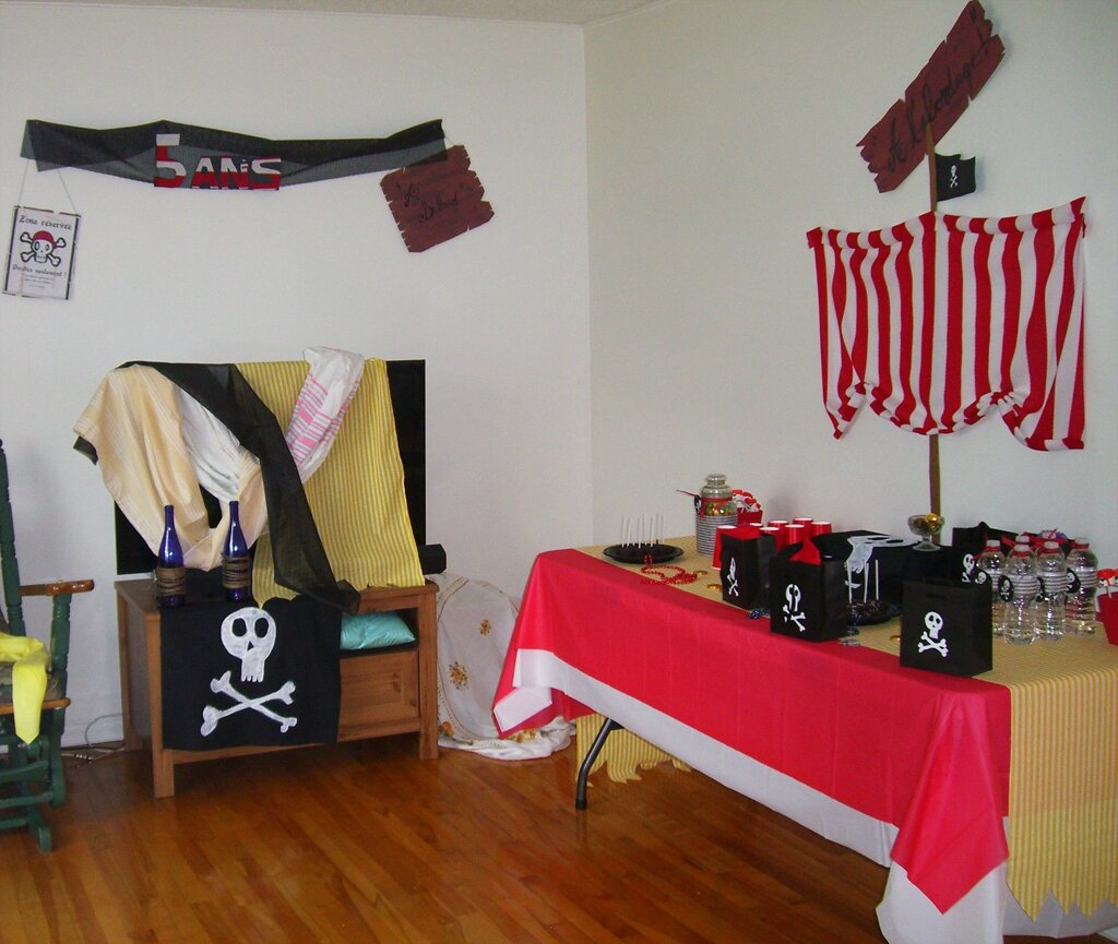 d coration pirate anniversaire adulte id e. Black Bedroom Furniture Sets. Home Design Ideas