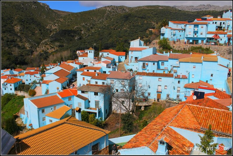Blue-village-in-Spain