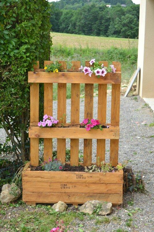 Jardini re en bois de palette les loisirs d 39 angegaby - Fabrication meuble en bois de palette ...