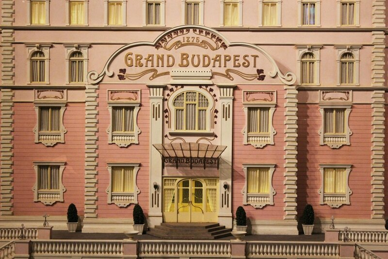 wes-anderson-follow-me-white-rabbit-alice-musee-miniature-lyon (2)