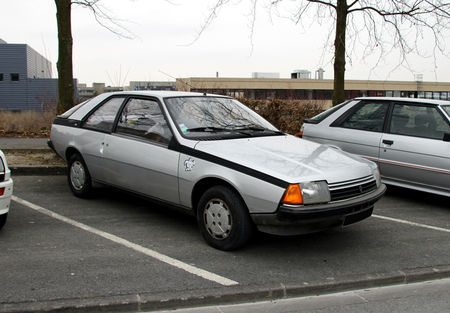 Renault_fuego_GTL__23_me_Salon_Champenois_du_v_hicule_de_collection_