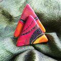 bague triangulations sur sable chaud
