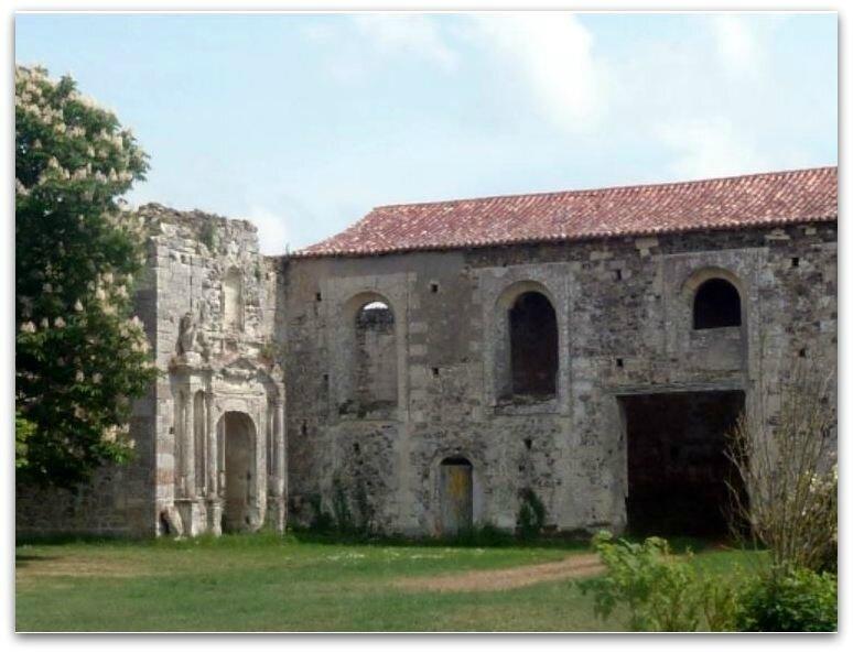 St-Maurice la Fougereuse prieuré z