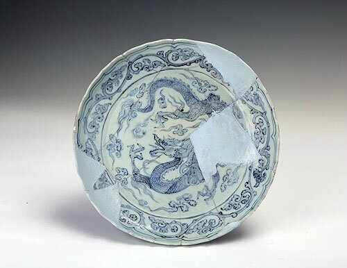 Blue-and-white dish with foliate rim and design of a dragon among clouds, Yuan Dynasty (1271-1368)