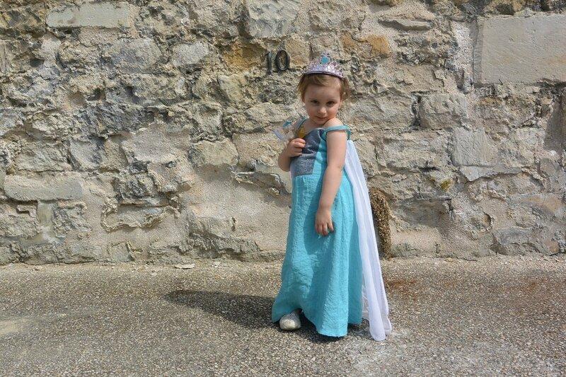 Déguisement Reine des Neiges Émilie (29)