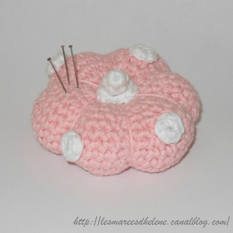 Pique-aiguille rose - Crochet 2014