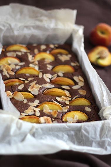 gateau_moelleux_amandes_peches_chocolat_2