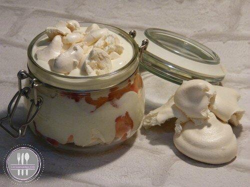 Dourceur de fraises - meringue mi cuite fraise ti suisse st moret et creme fraiche (1)
