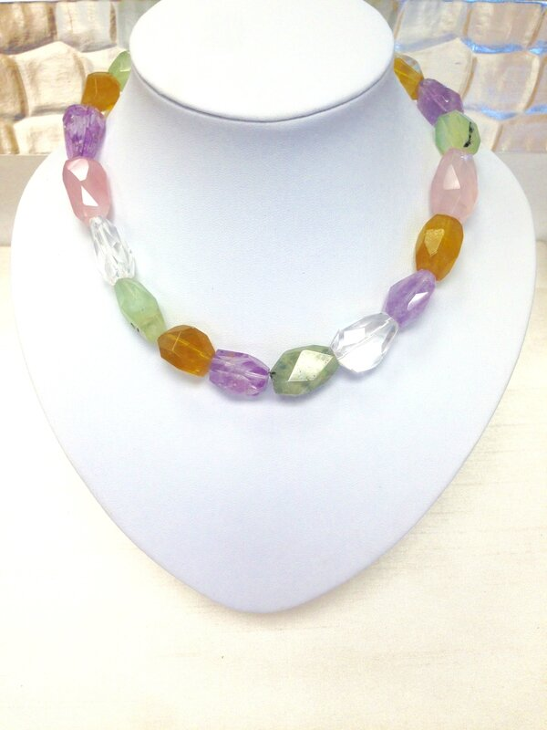 collier de quartz de couleur