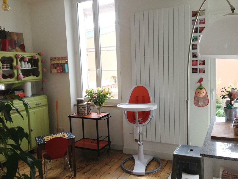 Vue 5 - Chaise bloom - mado chiné - boîtes Orla Kiely - Epicerie en carton Zoé de las cases