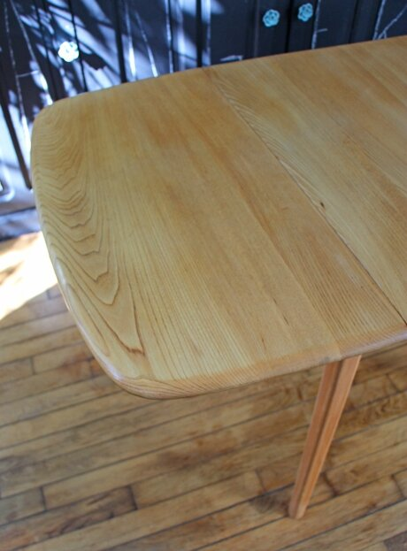 table-ercol-vintage-detail