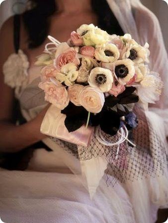 3-black-and-pink-bouquet-anemones_thumb[2]