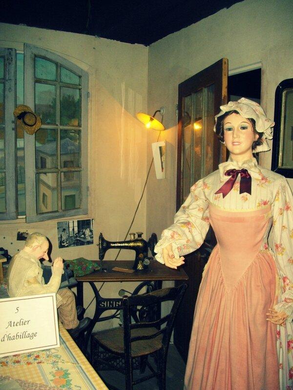 mannequin-couture-machine-vintage-tissus-fabric-atelier