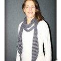 IMG_5876owly-mary-du-pole-nord-lea-tour-de-cou-echarpe-foulard-long-echarpe-infinie-fluide-jersey-polyester-noir-blanc-motif-geometrique-ethnique-adulte-femme